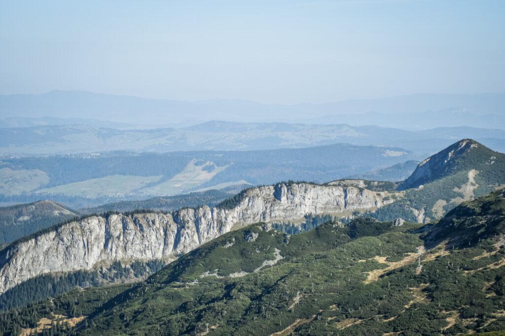 Zawrat Kasprowy og bjergtoppen Kopa Magury.